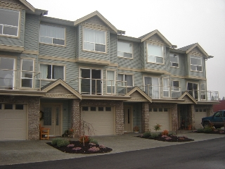 Main Photo: 15 2475 Mansfield Drive in Courtenay: Residential Attached for sale (Comox Valley)  : MLS® # 228451
