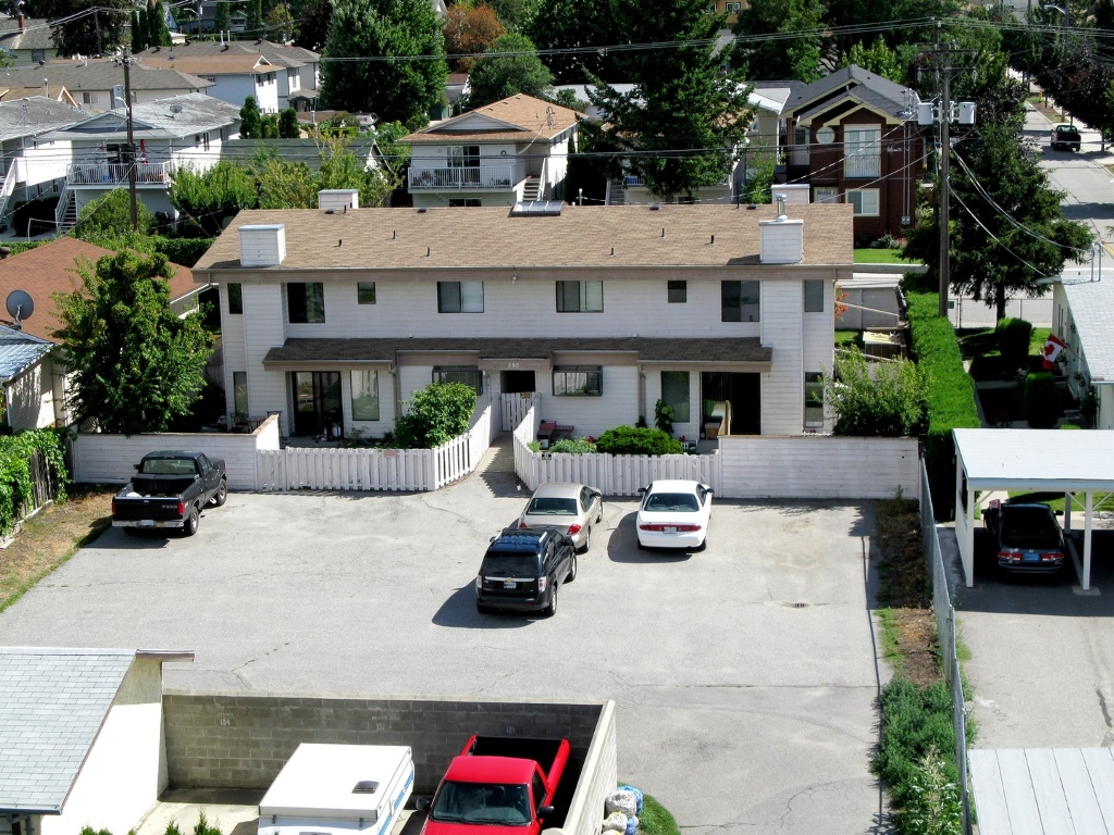 Photo 2: 585 W Wade in Penticton: Commercial for sale (Main North)  : MLS(r) # 110732 and 110733