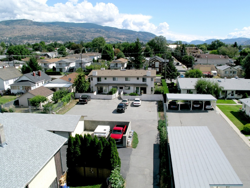 Photo 3: 585 W Wade in Penticton: Commercial for sale (Main North)  : MLS(r) # 110732 and 110733