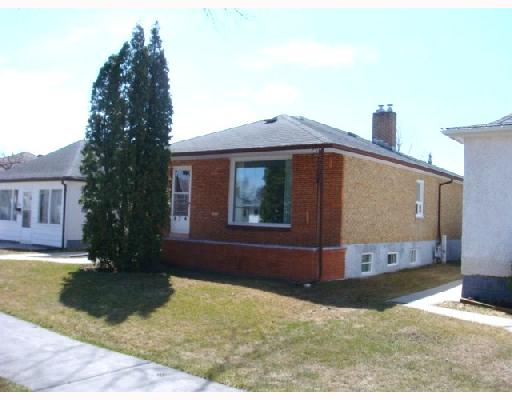 Main Photo: 824 BANNERMAN Avenue in WINNIPEG: North End Residential for sale (North West Winnipeg)  : MLS(r) # 2805965