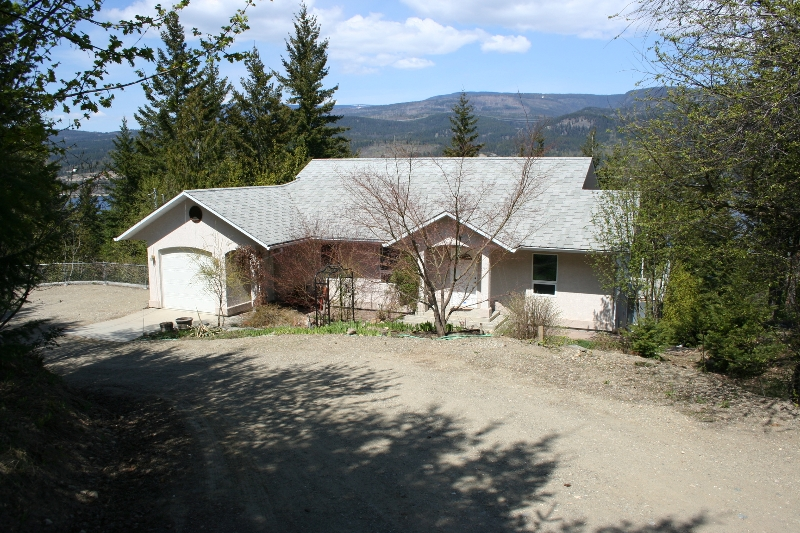 Main Photo: 611 Caouette Road in Sorrento: Residential Detached for sale : MLS(r) # 9213935