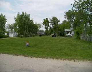 Main Photo: 393 SAMOISET Avenue in Ste Agathe: Glenlea / Ste. Agathe / St. Adolphe / Grande Pointe / Ile des Chenes / Vermette / Niverville Vacant Land for sale (Winnipeg area)  : MLS® # 2608968