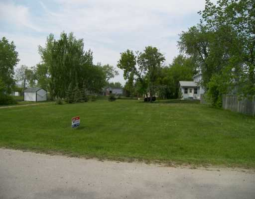 Main Photo: 393 SAMOISET Avenue in Ste Agathe: Glenlea / Ste. Agathe / St. Adolphe / Grande Pointe / Ile des Chenes / Vermette / Niverville Vacant Land for sale (Winnipeg area)  : MLS(r) # 2608968