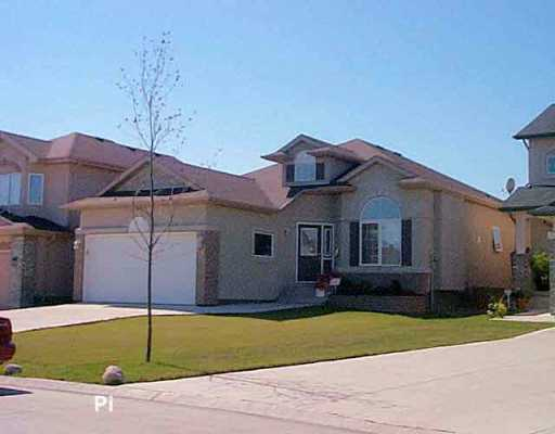 Main Photo: 14 QUANTRELL Bay in Winnipeg: St Vital Single Family Detached for sale (South East Winnipeg)  : MLS® # 2514361