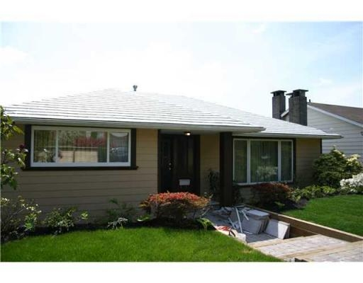 Photo 1: 1023 CLOVERLEY ST in North Vancouver: House for sale : MLS® # V830913