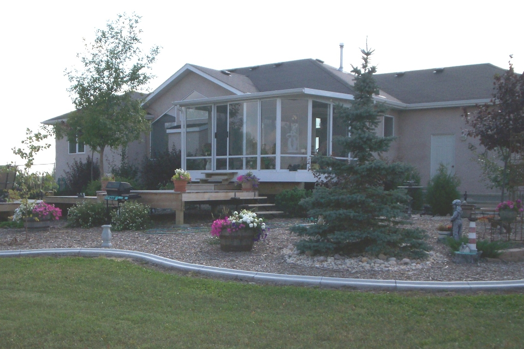 Outstanding Custom Built 1565 sf 3 bedroom Bungalow built in 2001 in a desirable location in the RM of St. Andrews.
