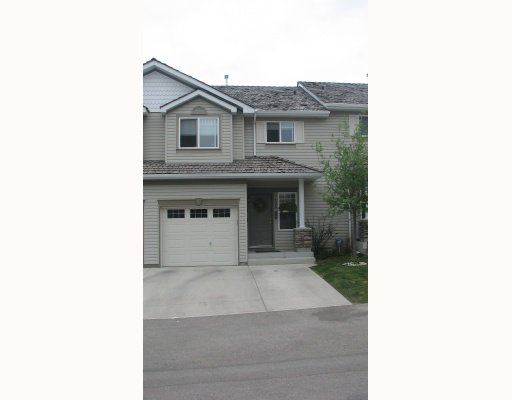 Main Photo: 105 ROCKY VISTA Circle NW in CALGARY: Rocky Ridge Ranch Townhouse for sale (Calgary)  : MLS® # C3328862