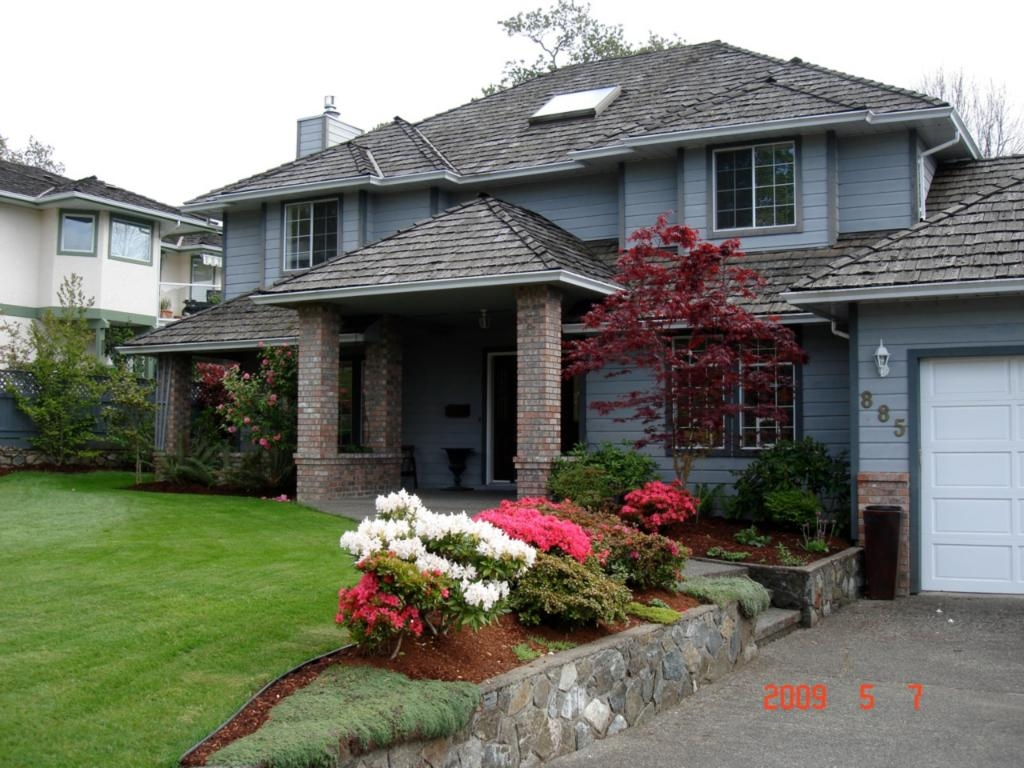 Main Photo: 885 Maltwood Terr in Victoria: Residential for sale : MLS® # 286938
