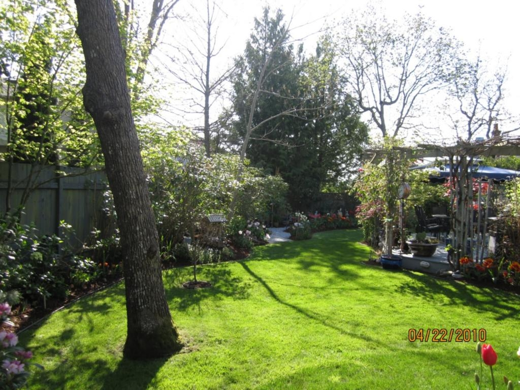 Photo 2: 885 Maltwood Terr in Victoria: Residential for sale : MLS® # 286938