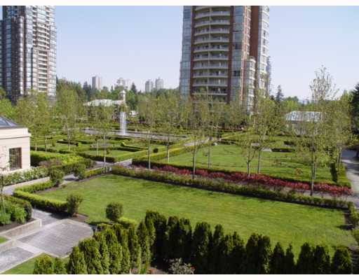 "Main Photo: 305 7388 SANDBORNE Avenue in Burnaby: South Slope Condo for sale in ""MAYFAIR PLACE"" (Burnaby South)  : MLS(r) # V648800"