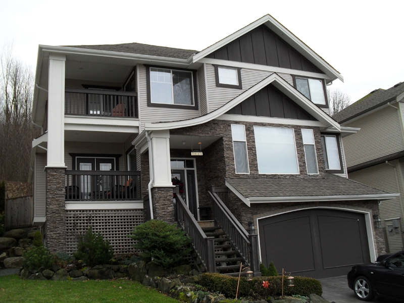 "Main Photo: 3434 APPLEWOOD DR in ABBOTSFORD: Abbotsford East House for rent in ""THE HIGHLANDS"" (Abbotsford)"