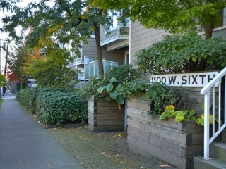 "Main Photo: # C2 1100 W 6TH AV in Vancouver: Fairview VW Condo  in ""FAIRVIEW PLACE"" (Vancouver West)  : MLS® # V916136"