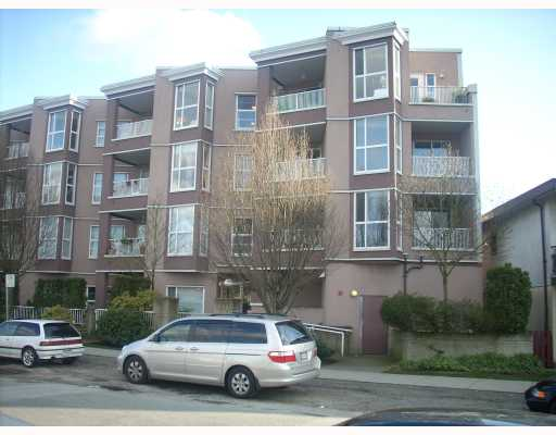 "Main Photo: 401 1688 E 8TH Avenue in Vancouver: Grandview VE Condo for sale in ""LA RESIDENZA"" (Vancouver East)  : MLS®# V698942"