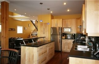 Photo 5: : Single Family Dwelling for sale (Esquimalt Esquimalt Victoria Vancouver Island/Smaller Islands British Columbia)  : MLS(r) # 252065