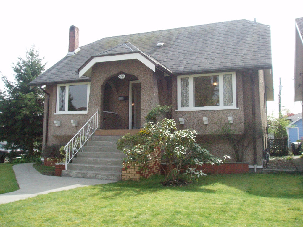 Main Photo: 2594 Grant St in Vancouver: Renfrew VE House for sale (Vancouver East)  : MLS® # V817706