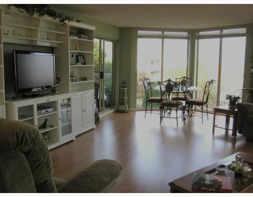 Photo 3: 202-60 Richmond Street, New Westminster in New Westminster: Condo for sale : MLS(r) # V743649