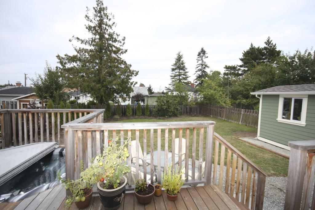 Photo 4: 410 Walter Ave in Victoria: Residential for sale : MLS(r) # 283473