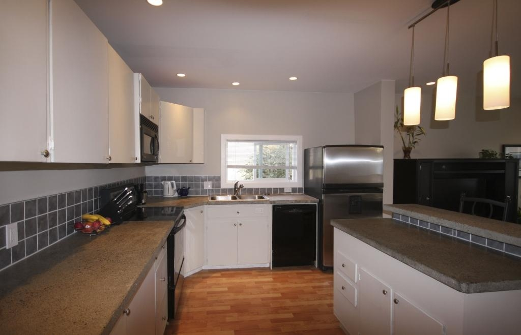Photo 5: 410 Walter Ave in Victoria: Residential for sale : MLS(r) # 283473