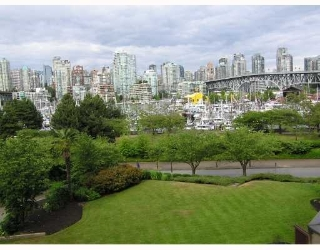 Main Photo: 307 - 1490 Pennyfarthing Drive in Vancouver: False Creek Condo for sale (Vancouver West)  : MLS® # V770292