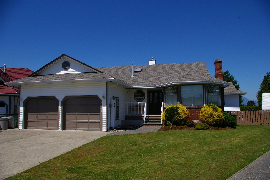 Main Photo: 10247 CRYSTAL: House for sale : MLS® # h1103096