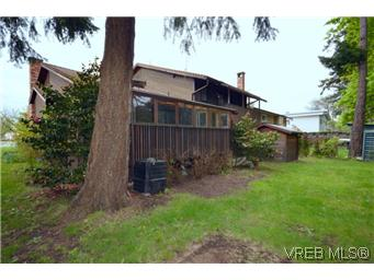 Photo 2: 4002 Dawnview Crescent in VICTORIA: SE Arbutus Residential for sale (Saanich East)  : MLS® # 298269