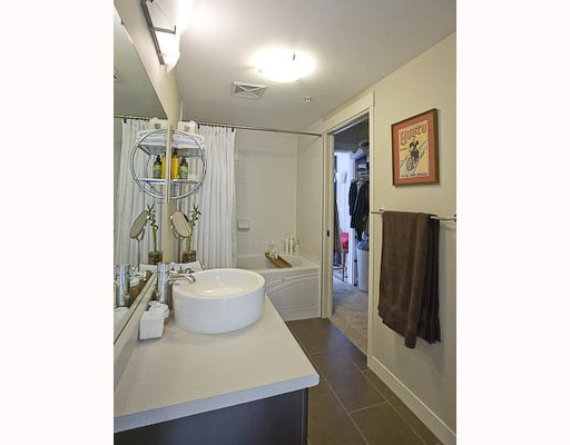 "Photo 6: 201 2520 MANITOBA Street in Vancouver: Mount Pleasant VW Condo for sale in ""THE VUE"" (Vancouver West)  : MLS(r) # V755971"