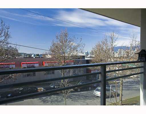 "Photo 3: 201 2520 MANITOBA Street in Vancouver: Mount Pleasant VW Condo for sale in ""THE VUE"" (Vancouver West)  : MLS(r) # V755971"