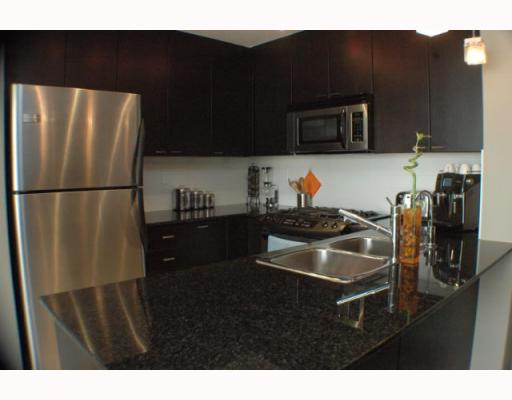 "Photo 2: 708 39 6TH Street in New Westminster: Downtown NW Condo for sale in ""QUANTUM"" : MLS® # V785801"