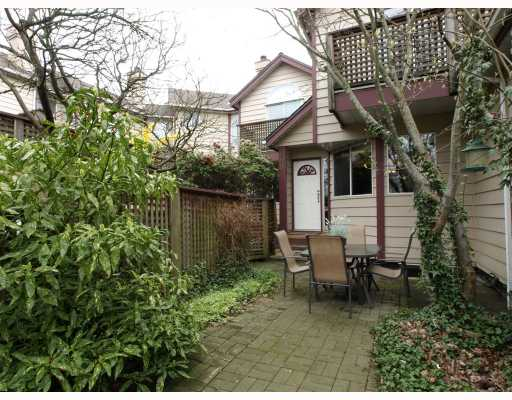 "Main Photo: 642 ST GEORGES Avenue in North_Vancouver: Lower Lonsdale Townhouse for sale in ""St.Georges Court"" (North Vancouver)  : MLS® # V762753"