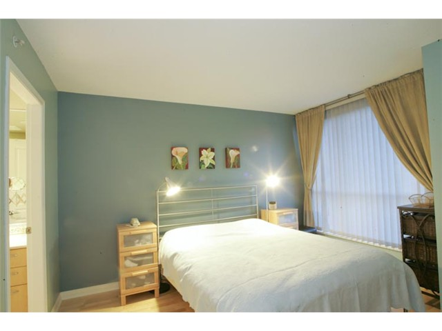 "Photo 6: 801 1575 W 10TH Avenue in Vancouver: Fairview VW Condo for sale in ""THE TRITON"" (Vancouver West)  : MLS(r) # V862068"
