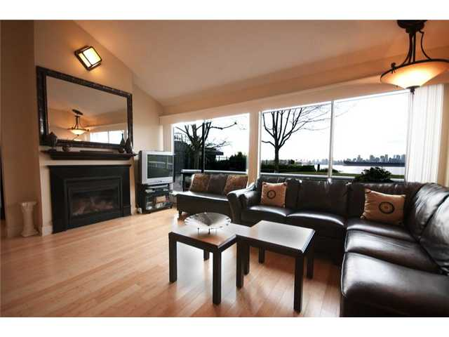 "Photo 3: 4103 33 CHESTERFIELD Place in North Vancouver: Lower Lonsdale Townhouse for sale in ""HARBOURVIEW PARK"" : MLS® # V864886"