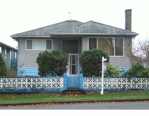 "Main Photo: 2710 E 44TH Ave in Vancouver: Killarney VE House for sale in ""KILLARNEY"" (Vancouver East)  : MLS® # V613476"