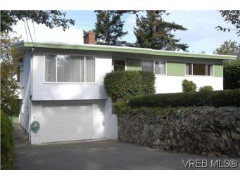 Main Photo: 2882 Wyndeatt Avenue in VICTORIA: SW Gorge Single Family Detached for sale (Saanich West)  : MLS® # 268630