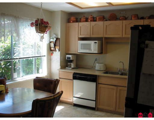 "Photo 3: 35 8567 164TH Street in Surrey: Fleetwood Tynehead Townhouse for sale in ""Monta Rosa"" : MLS® # F2821022"