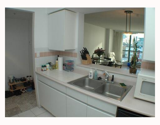 "Photo 4: 404 888 HAMILTON Street in Vancouver: Downtown VW Condo for sale in ""ROSEDALE GARDENS"" (Vancouver West)  : MLS(r) # V799652"