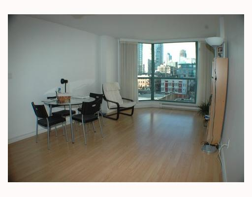 "Photo 2: 404 888 HAMILTON Street in Vancouver: Downtown VW Condo for sale in ""ROSEDALE GARDENS"" (Vancouver West)  : MLS(r) # V799652"