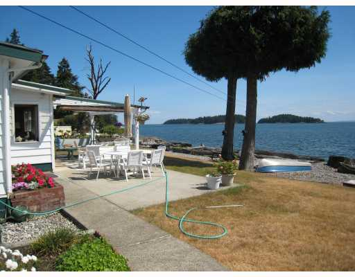 "Photo 5: Photos: 6879 SUNSHINE COAST Highway in Sechelt: Sechelt District House for sale in ""THE GOLDEN MILE"" (Sunshine Coast)  : MLS® # V774081"