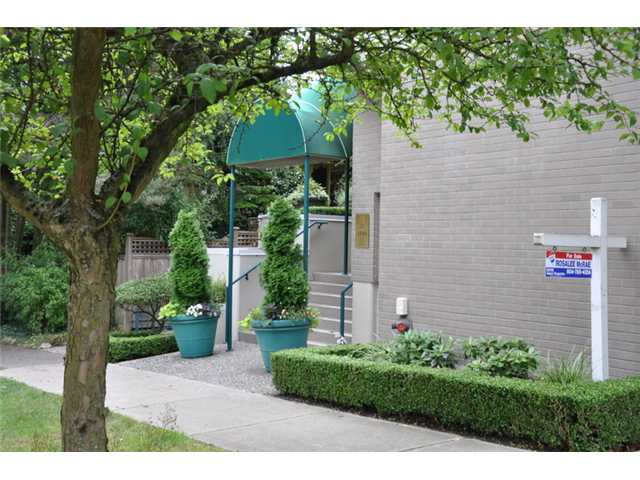 "Main Photo: 403 3590 W 26TH Avenue in Vancouver: Dunbar Condo for sale in ""DUNBAR HEIGHTS"" (Vancouver West)  : MLS® # V845387"