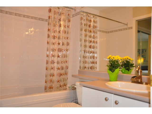 "Photo 9: 403 3590 W 26TH Avenue in Vancouver: Dunbar Condo for sale in ""DUNBAR HEIGHTS"" (Vancouver West)  : MLS® # V845387"