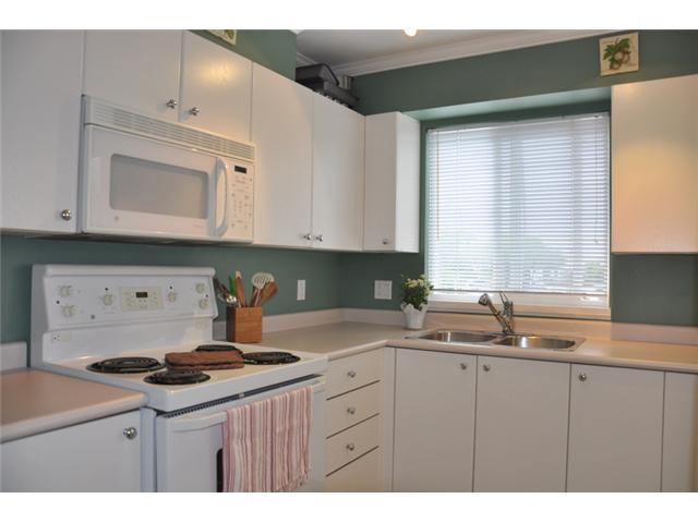 "Photo 3: 403 3590 W 26TH Avenue in Vancouver: Dunbar Condo for sale in ""DUNBAR HEIGHTS"" (Vancouver West)  : MLS® # V845387"