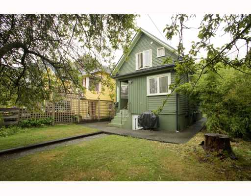 Photo 2: 2009 E 3RD Avenue in Vancouver: Grandview VE House for sale (Vancouver East)  : MLS® # V781782