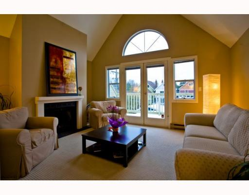 Photo 2: 141 W 13TH Avenue in Vancouver: Mount Pleasant VW Townhouse for sale (Vancouver West)  : MLS(r) # V747625