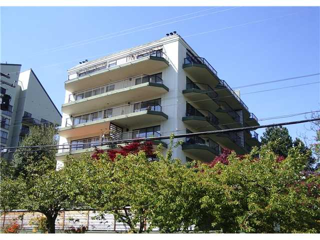 "Main Photo: 203 747 17TH Street in West Vancouver: Ambleside Condo for sale in ""WESMOOR HOUSE"" : MLS® # V828674"