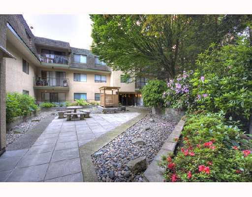 "Main Photo: 204 466 E 8TH Avenue in New_Westminster: Sapperton Condo for sale in ""PARK VILLA/ SAPPERTON"" (New Westminster)  : MLS(r) # V732486"