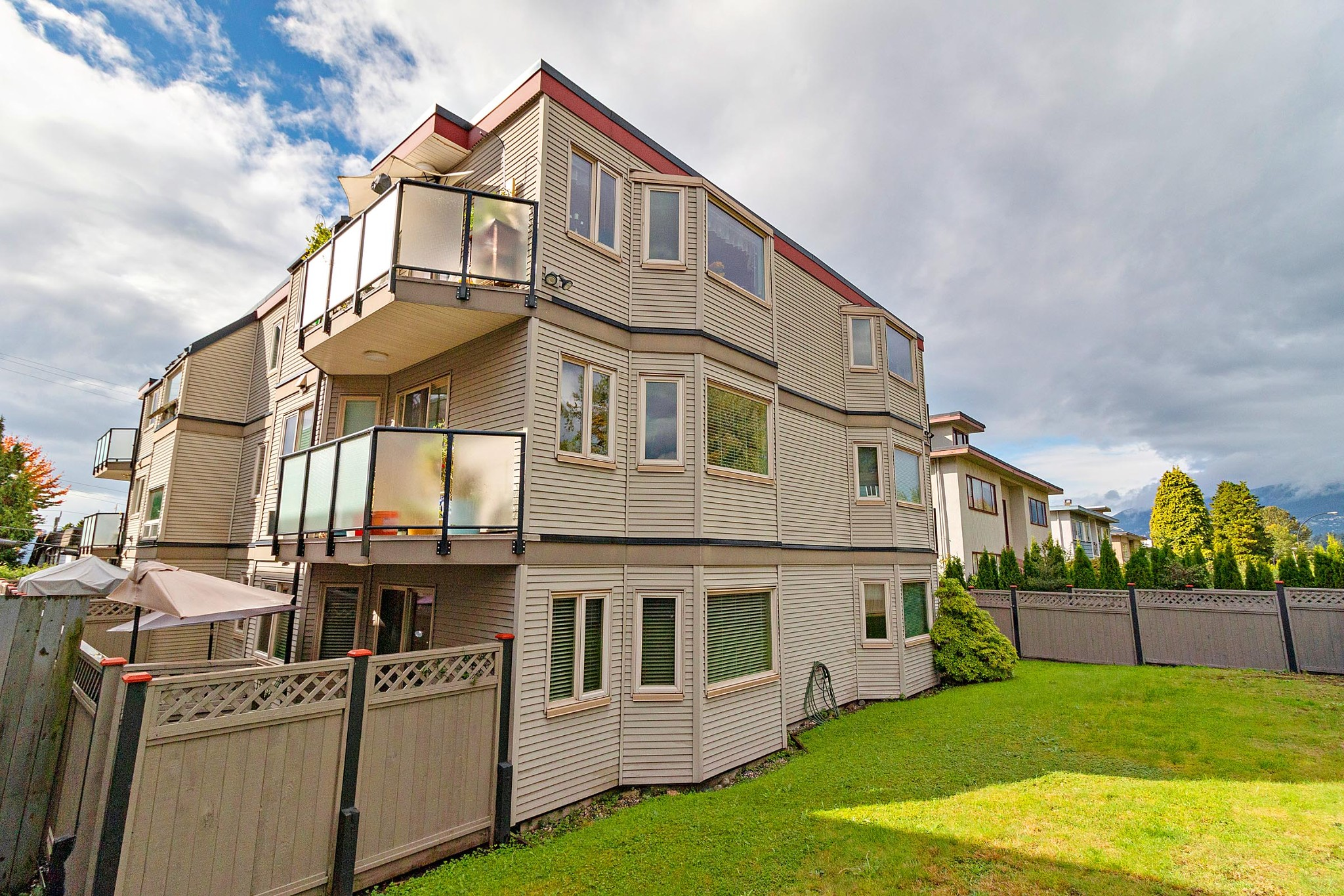 FEATURED LISTING: 102 - 333 4TH Street West North Vancouver