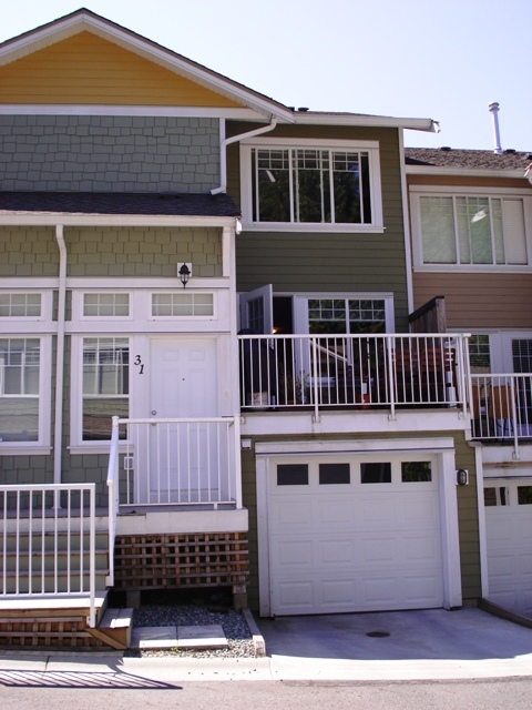 "Main Photo: 31 6110 138TH Street in Surrey: Sullivan Station Townhouse for sale in ""Seneca Woods"" : MLS(r) # F2820978"