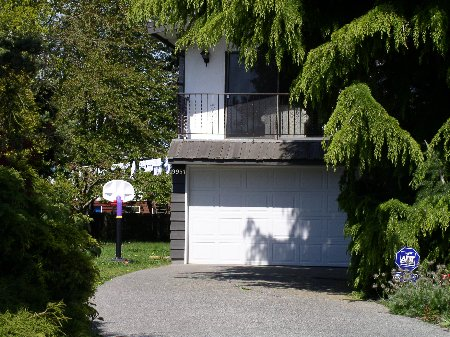Main Photo: 9951 SWANSEA DRIVE: House for sale (Shellmont)