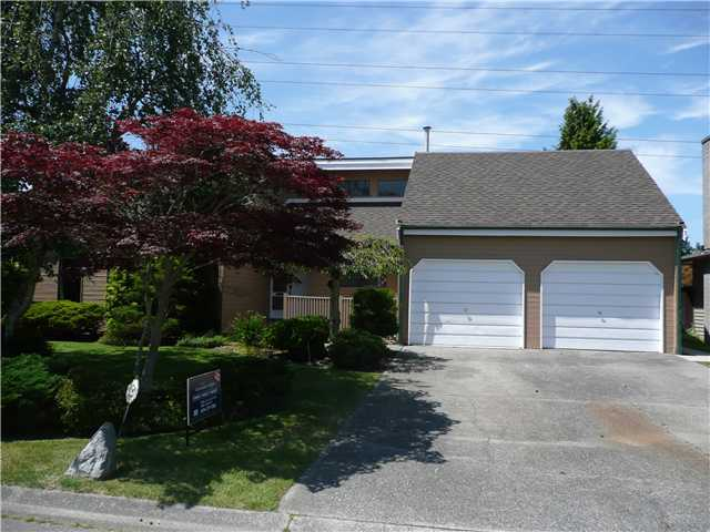 "Main Photo: 5143 GALWAY Drive in Tsawwassen: Pebble Hill House for sale in ""TSAWWASSEN HEIGHTS"" : MLS® # V863417"