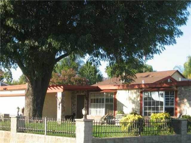 Main Photo: NORTH ESCONDIDO House for sale : 4 bedrooms : 1040 Hoover Street in Escondido