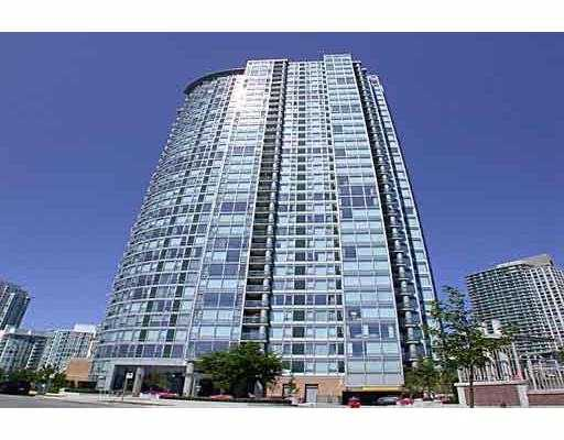 "Main Photo: 1033 MARINASIDE Crescent in Vancouver: False Creek North Condo for sale in ""QUAYWEST"" (Vancouver West)  : MLS®# V625851"